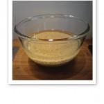 En glasskål med blötlagt råris - för att slippa ifrån fytinsyran.