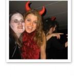 Therese och jag sjunger, på Halloweenfest.