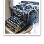"""En vacker gammal skrivmaskin får symbolisera - """"författardrömmar"""""""