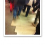 Stressade människor på Stockholms Central.