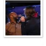 Ken och Ebbot sjunger duett.