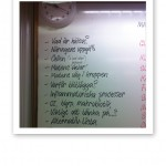 Kostkursinnehållet uppskrivet på en whiteboardtavla.